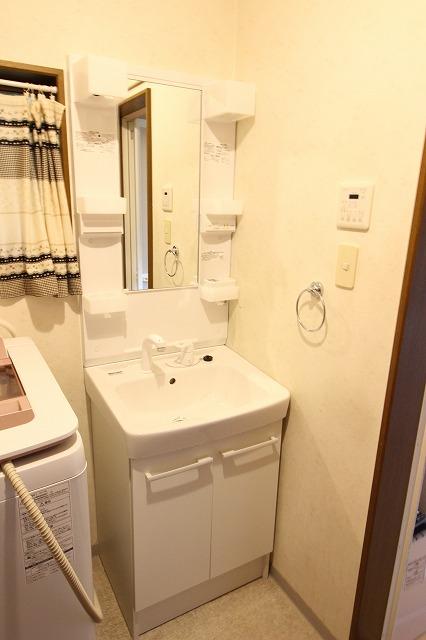 洗面台リフォーム。取換工事なら約2時間!
