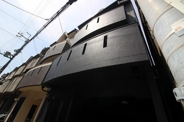 黒で統一した男前外壁塗装!京都市南区